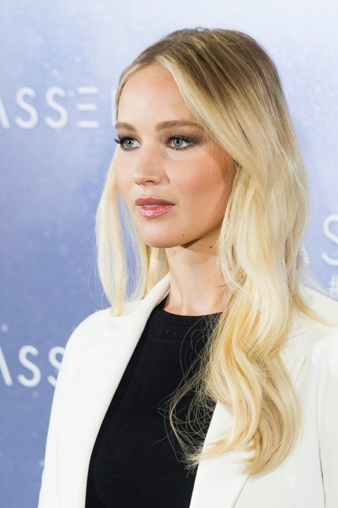 jennifer lawrence hair extensions 2 Jennifer Lawrence Rocks Some Serious Hair Extensions at Passengers Premiere