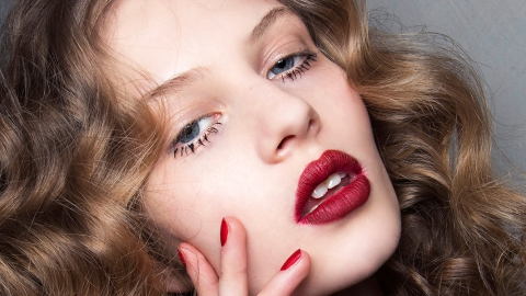 These Liquid-Lipstick Videos Are Weirdly Sensual to Watch | StyleCaster