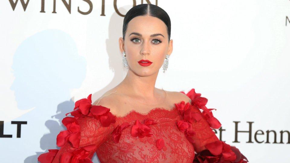 Katy Perry Bleaches Hair Blonde, World Implodes