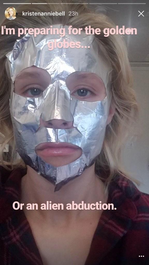 Kristen Bell Wore a Butt Pad on the Golden Globes Red Carpet