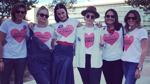 What to Wear to the Women's March to Support Planned Parenthood | StyleCaster