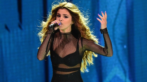 The Plot Thickens: That Naked Shot of Selena Gomez Was Deleted | StyleCaster