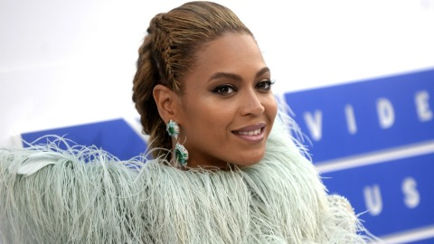 Beyoncé to Perform Pregnant at This Major Award Show | StyleCaster