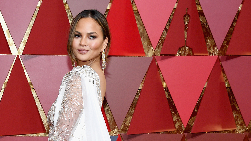 How to Copy Chrissy Teigen's Chill Oscars Hair on Yourself