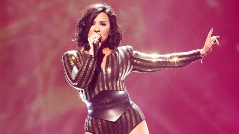 Uh, Demi Lovato Looks Unrecognizable At The 2017 Grammy Awards | StyleCaster