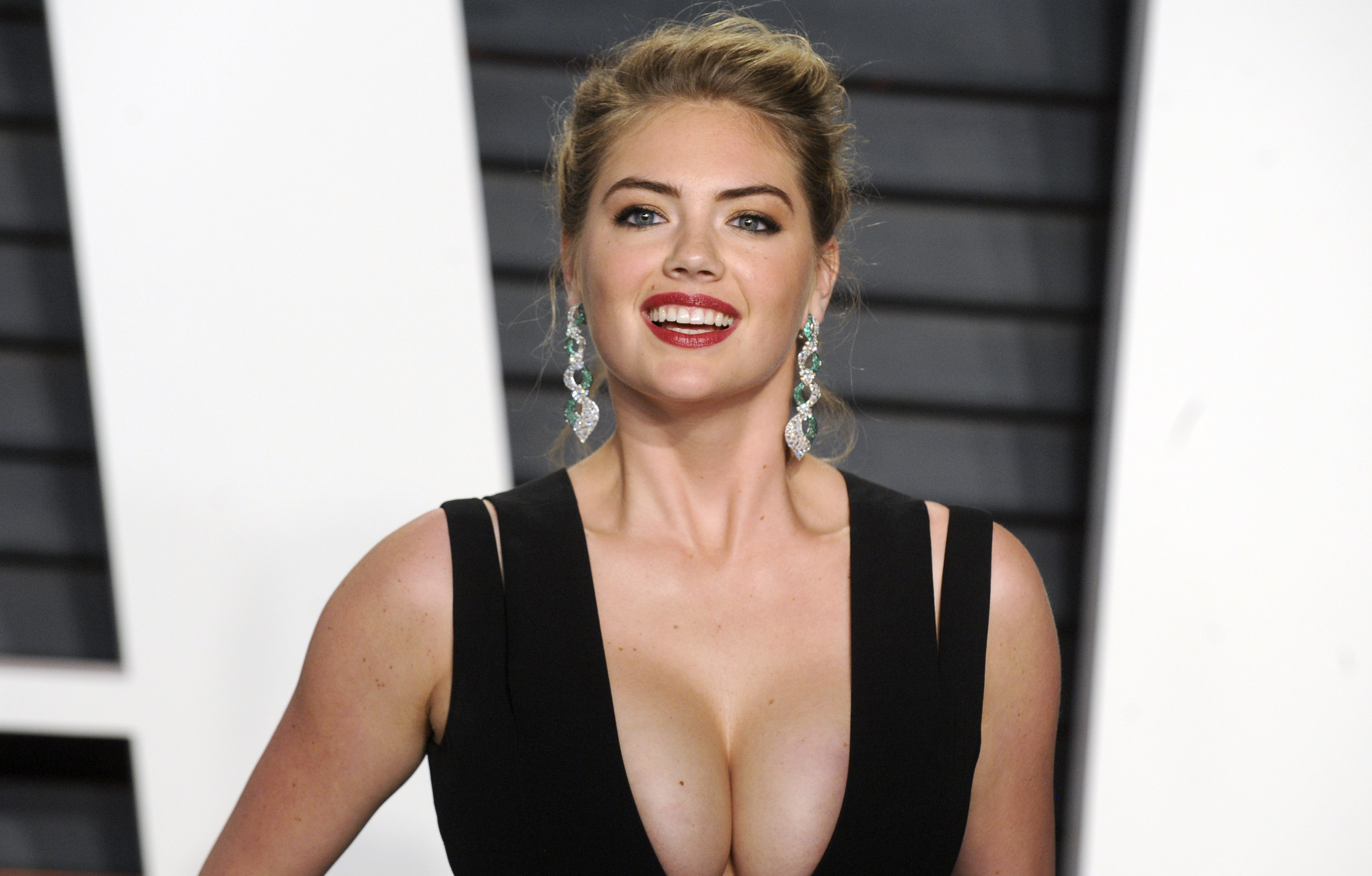 Kate Upton Covers 'Sports Illustrated' for 3rd Time, Shares Body-Positive Message