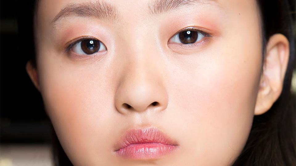 Lipgloss on Eyelids Hack