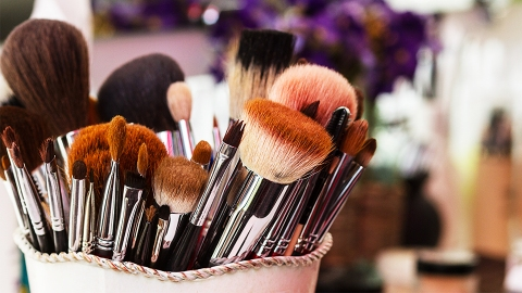 You Need to See This Reddit User's Brilliant Trick for Drying Makeup Brushes   StyleCaster