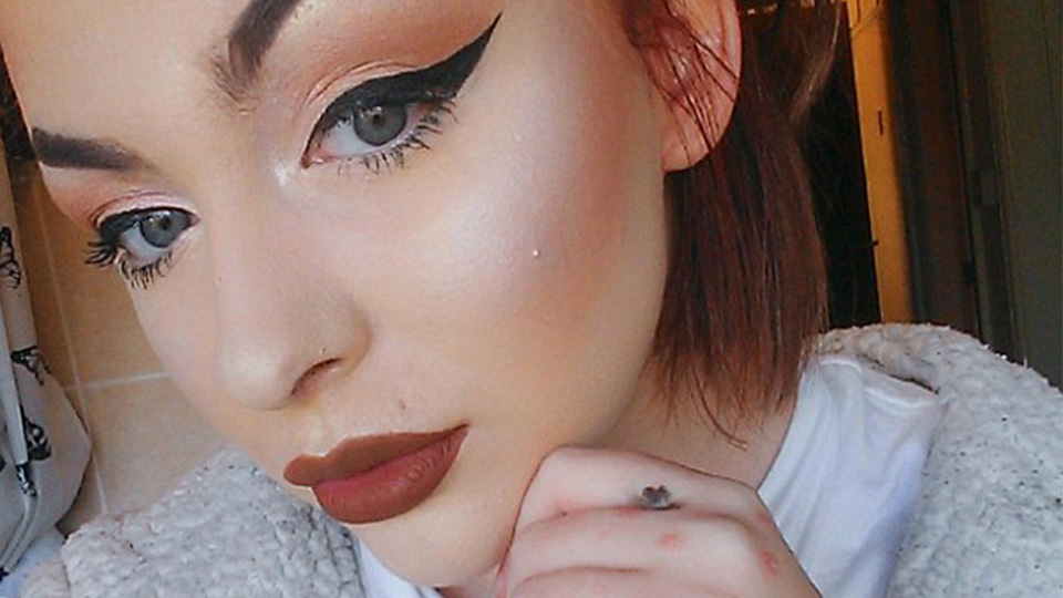 How This Makeup Artist Transforms Her Psoriasis-Riddled Skin Is Insane