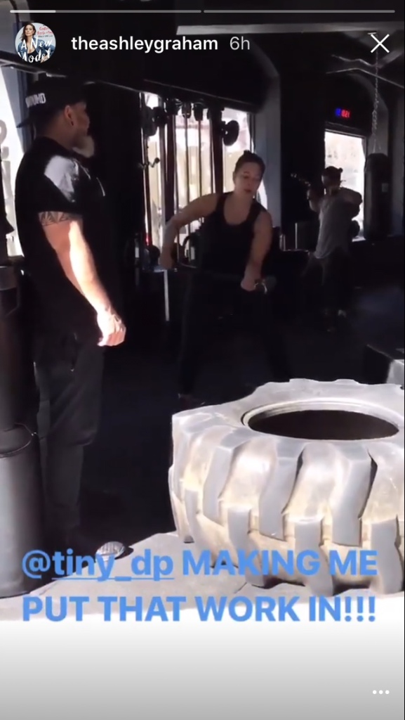 ashley graham 2 Ashley Grahams Exact Workout Looks Hard as Hell
