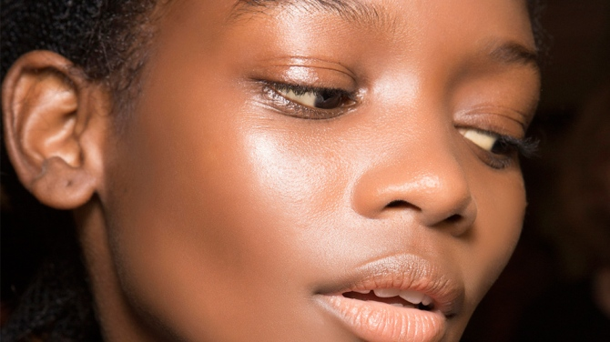 face gloss 3 Reasons Your Face Oil Isnt Giving You Glowy, Hydrated Skin