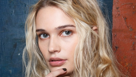 30 Pretty, Low-Maintenance Hairstyles To Copy This Month | StyleCaster