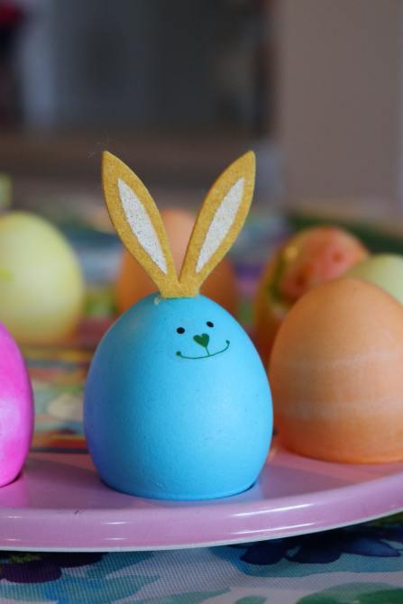 STYLECASTER | Easter Egg Dyeing 101