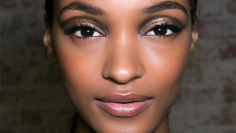 """The 7 Coolest """"How-To"""" Makeup Kits with Built-In Instructions 