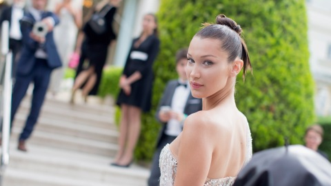 Bella Hadid Flawlessly Recovers From Wardrobe Malfunction   StyleCaster