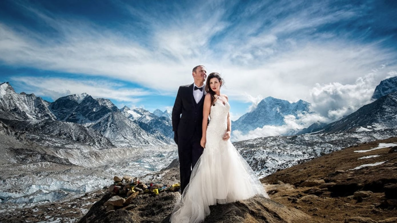 This Couple Had Their Wedding on Mount Everest, and the Pics Are Insane