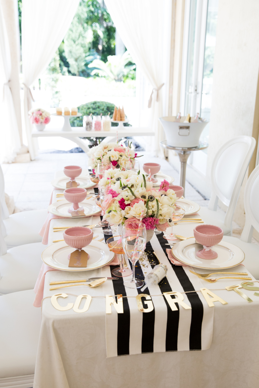 graduation table by fashionable hostess 10 20 Stylish, Modern and Easy Graduation Party Ideas