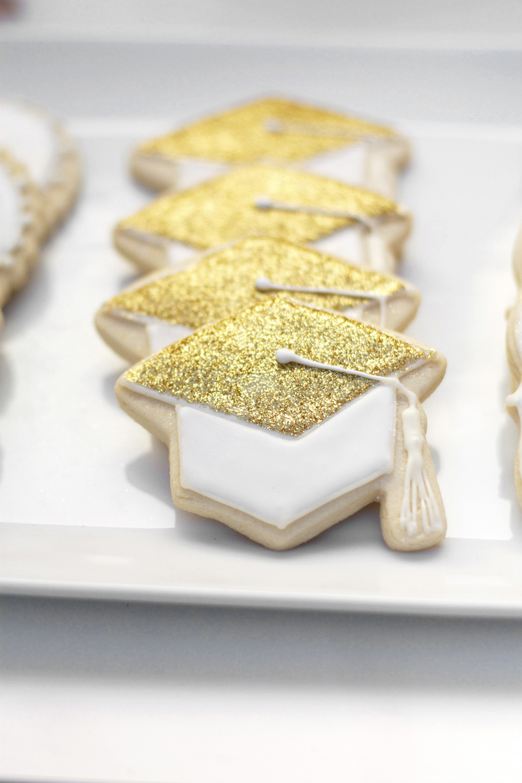 graduationcapcookies 20 Stylish, Modern and Easy Graduation Party Ideas