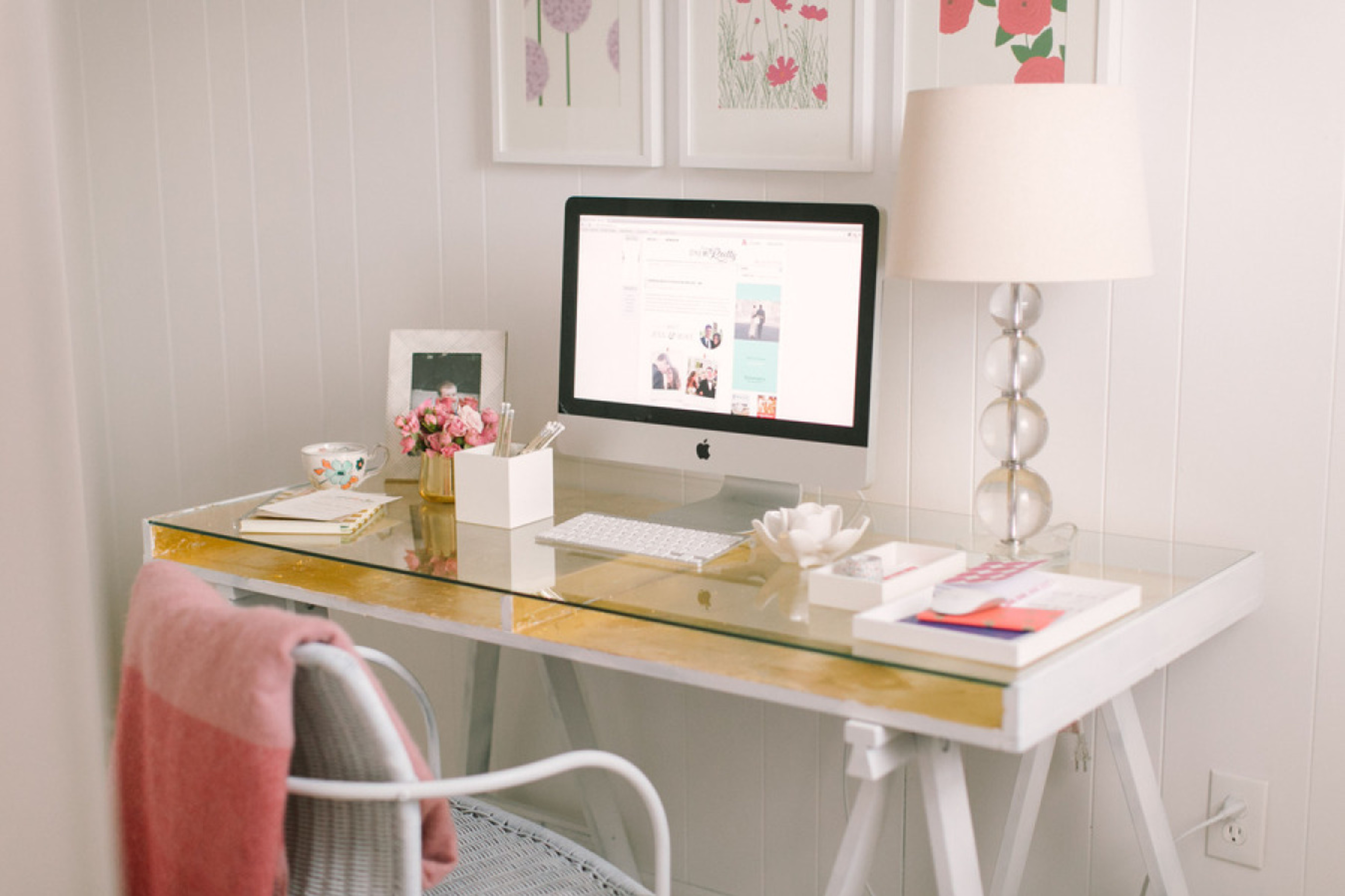 8 Minimalist Home Office Ideas to Steal Now