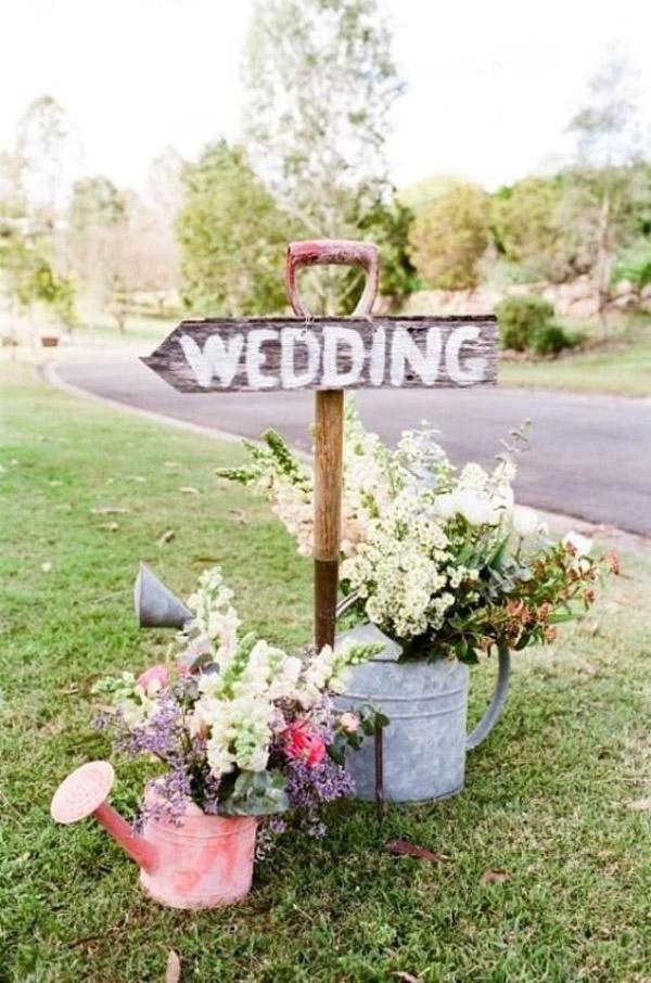 shovel wedding idea 50 Genius Wedding Ideas to Help You Throw the Most Unique Wedding Ever