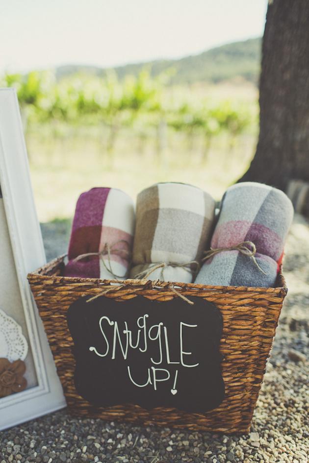 snuggle up outdoor entertaining idea 30 Creative Outdoor Entertaining Ideas for the Ultimate Soirée