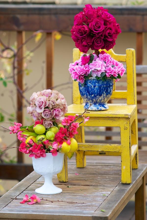 tulipinia vintage vases floral arrangement 19 Wedding Hacks to Make Every Brides Life Easier