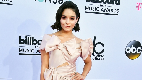 See Every Look from the Billboard Music Awards Red Carpet   StyleCaster