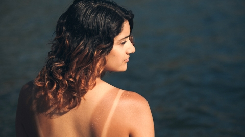 6 All-Natural Ways to Get Rid of Tan Lines | StyleCaster