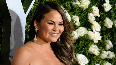 Chrissy Teigen Just Dyed Her Hair the Prettiest Summer Color | StyleCaster