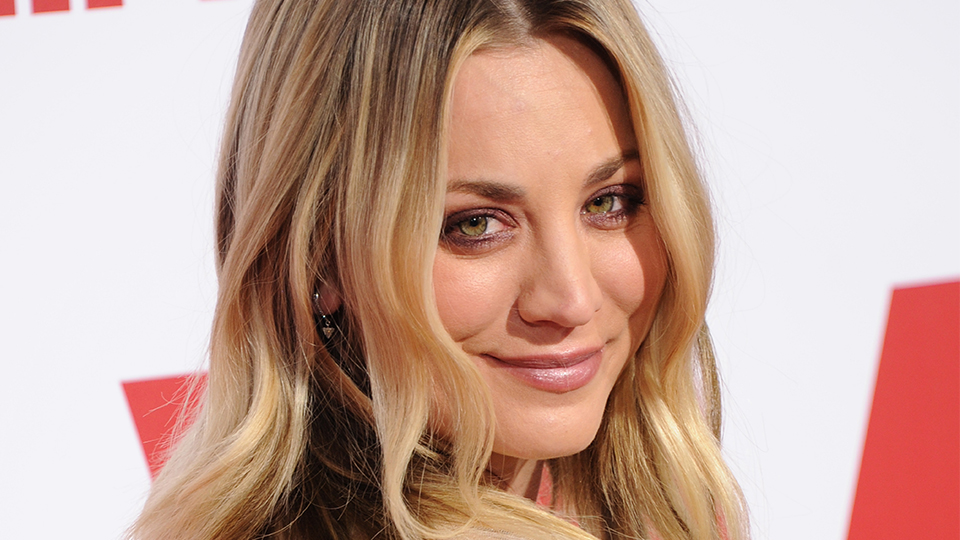 Makeover Alert: Kaley Cuoco Just Got Insanely Pretty, Silver-Blue Hair