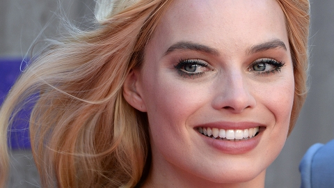 Margot Robbie Moisturizes Her Lips with This Unusual Product | StyleCaster