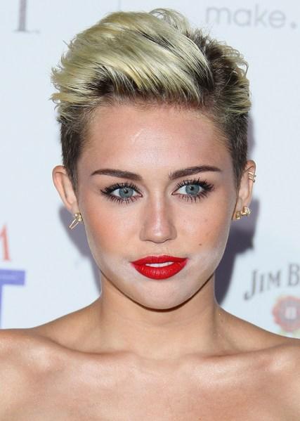 14 Worst Celebrity Powder Flashback