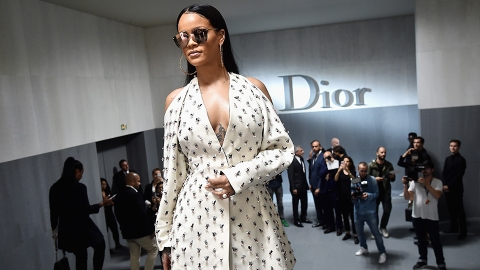 The Internet Is Freaking Out Over These Rihanna Pictures | StyleCaster