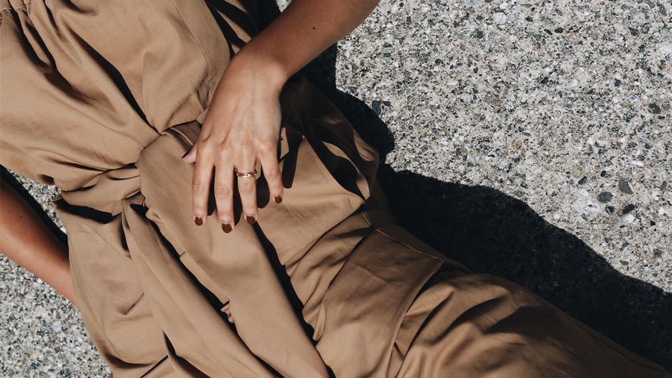 how to wear brown nail polish