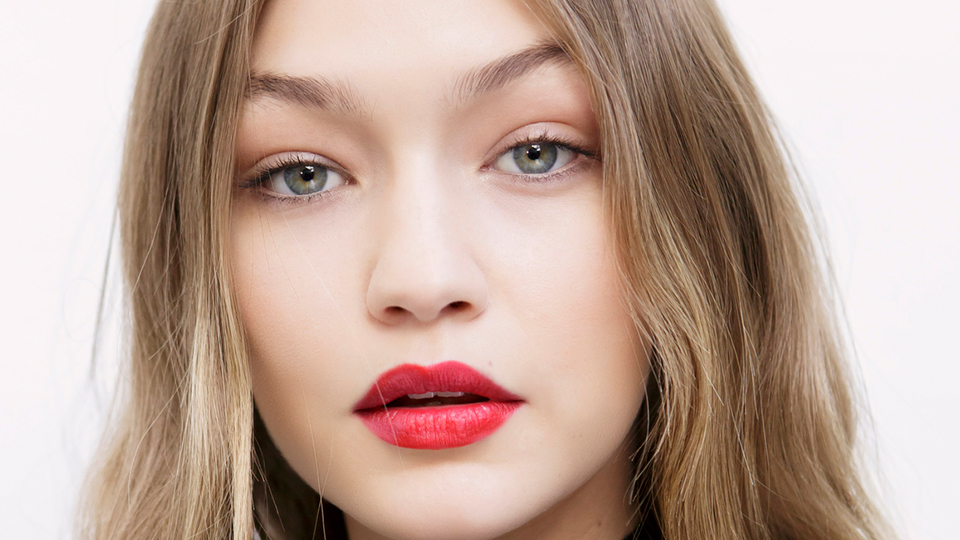 12 Times Gigi Hadid Hardcore Made Us Want to Wear Red Lipstick