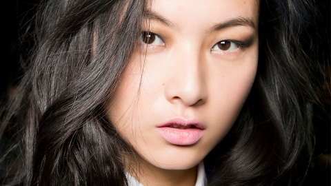12 Products That Instantly Refresh Greasy Hair | StyleCaster
