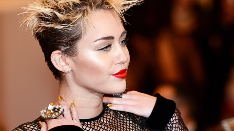 Miley Cyrus's Ring With Cody Simpson's Initials Prove This Couple Is Just Heating Up | StyleCaster