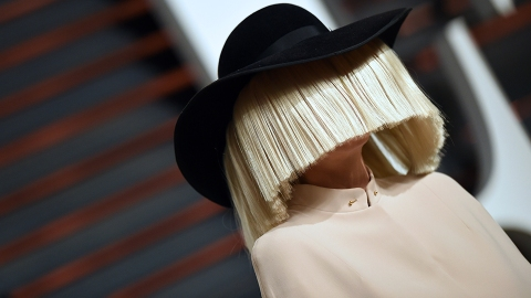 You Won't Recognize Sia with Dark Hair   StyleCaster