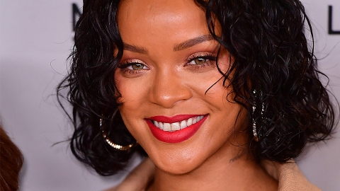 Rihanna Rocks Turquoise Hair, Proves She Can Pull Anything Off | StyleCaster