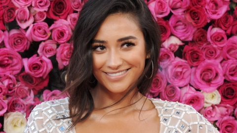 Shay Mitchell's Gross But Relatable Beauty Habit | StyleCaster
