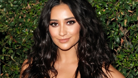 Shay Mitchell Uses an Actual Veggie as Lipstick | StyleCaster