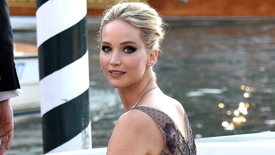 This Woman Looks So Much Like Jennifer Lawrence, She Was Swarmed by Paparazzi