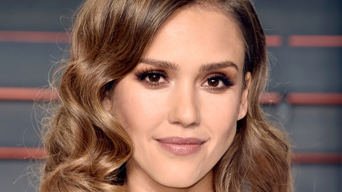 Jessica Alba's Nighttime Secret for Awesome Hair | StyleCaster