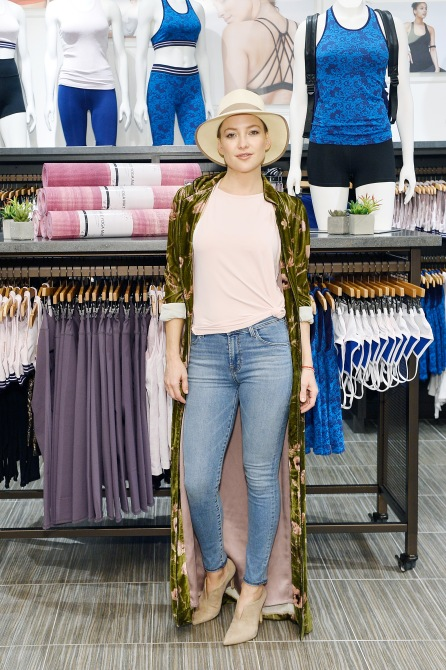 kate hudson fabletics 4 Kate Hudson Launches Breast Cancer Awareness Collection with Fabletics
