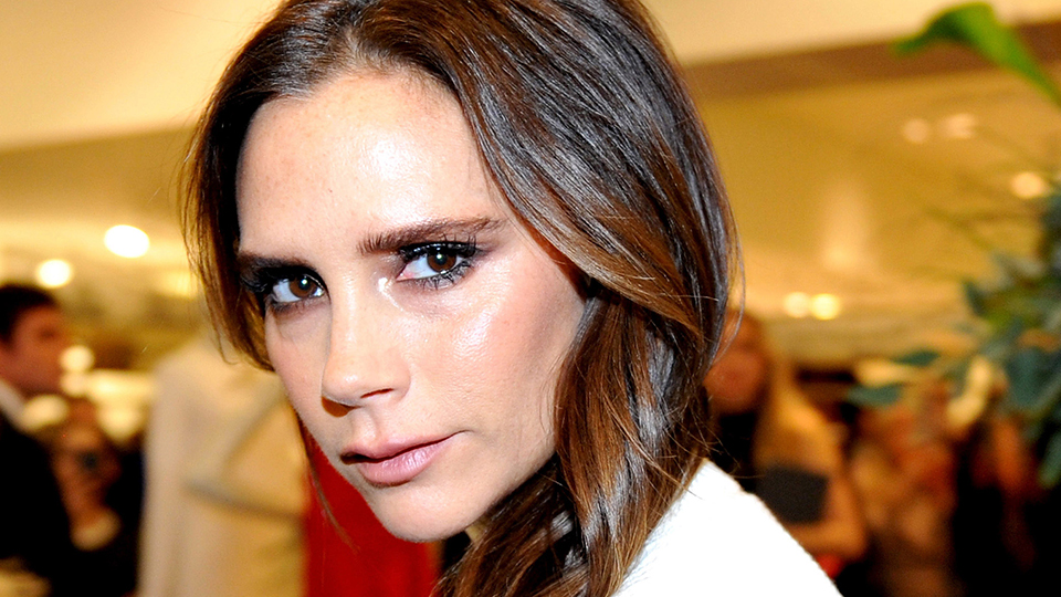 Victoria Beckham's Brilliant Makeup Trick to Make Your Eyes Look Bigger
