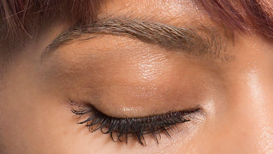 woman-eyebrows