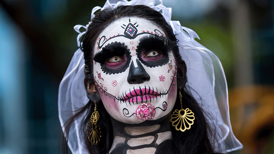7 DIY Halloween Beauty Tips From Our Favorite Makeup Artists