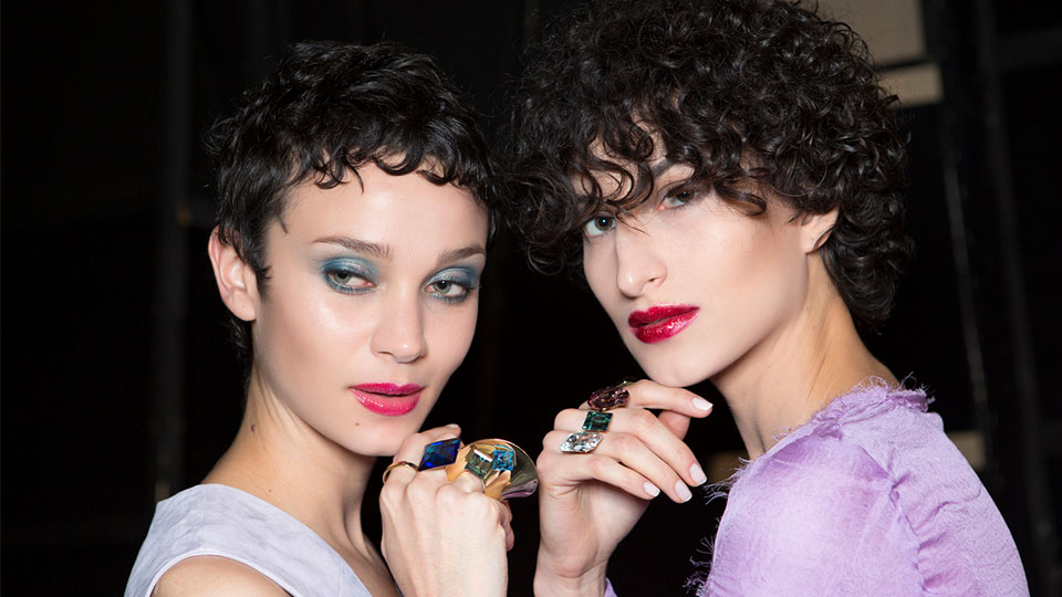 9 Accessories That Always Look Good on Short Hair