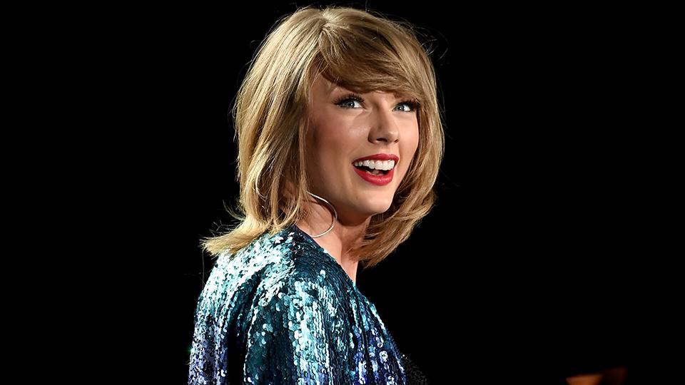 Taylor Swift Doppelganger Look Alike Goes Viral Stylecaster