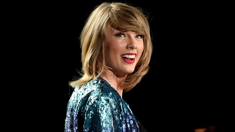 This Girl Looks Identical to Taylor Swift, and We Can't Even | StyleCaster